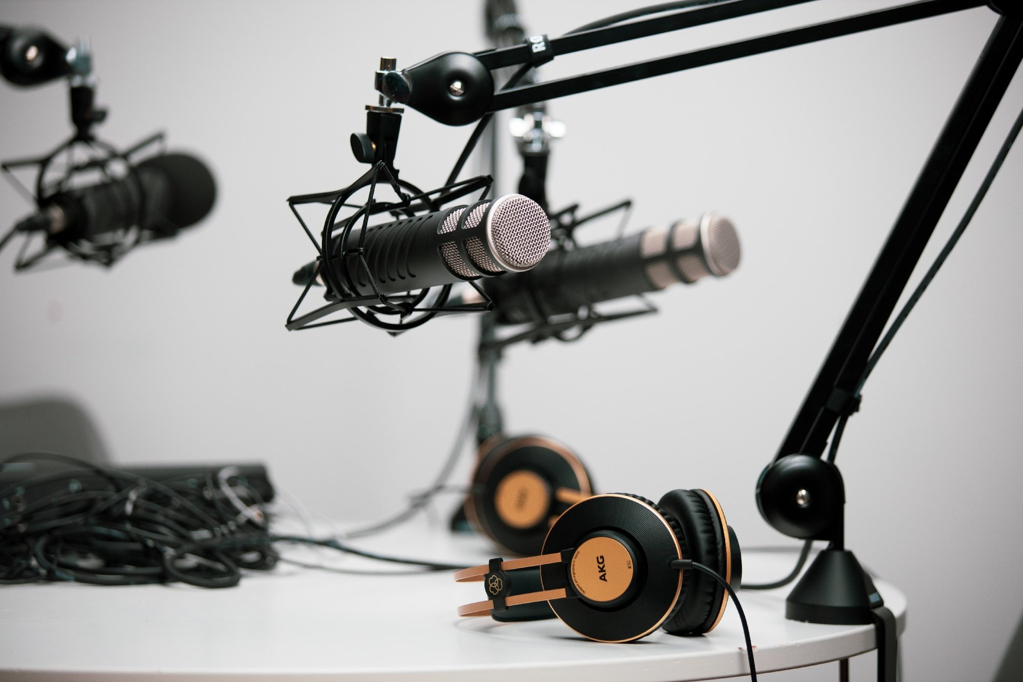 Microphones and headsets in a recording studio